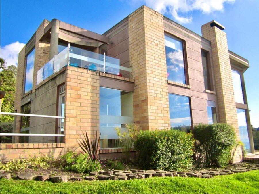 altos de potosi magnifica casa con grandes ventanales