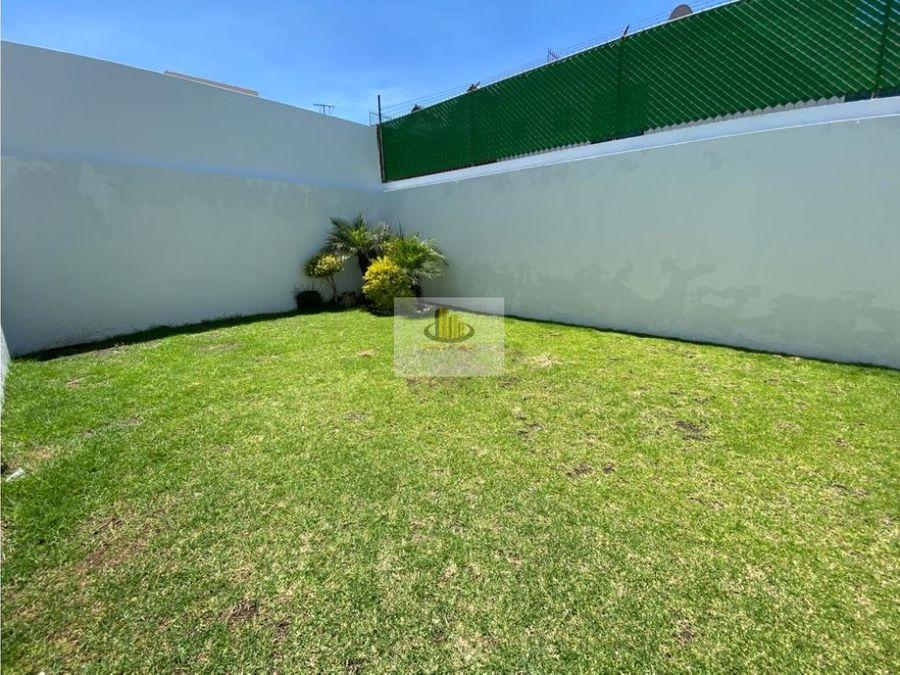 amplia casa con jardin en zona zavaleta 3 recs con bano cada una