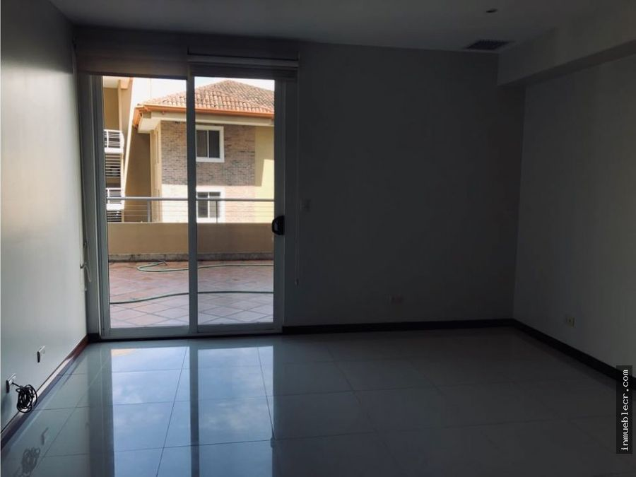 amplio apartamento con terraza y vista