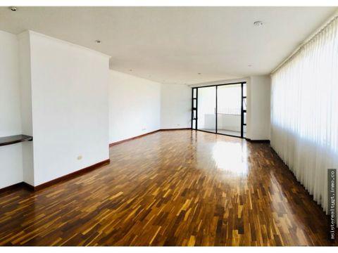 amplio pent house en renta zona 14