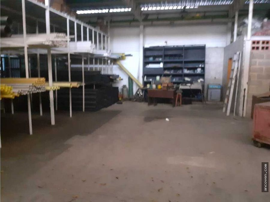 ancoven vende ferreteria y galpon comercial
