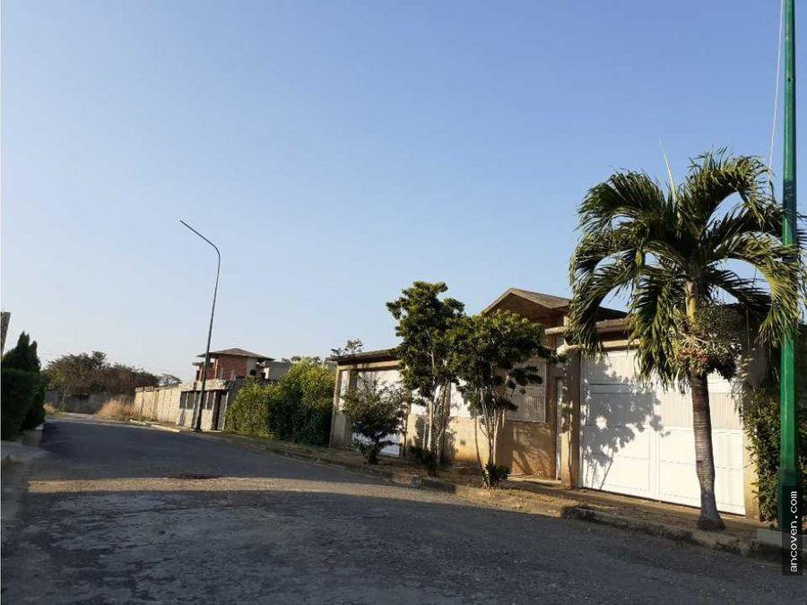 ancoven master vende terreno en avenida principal de manongo