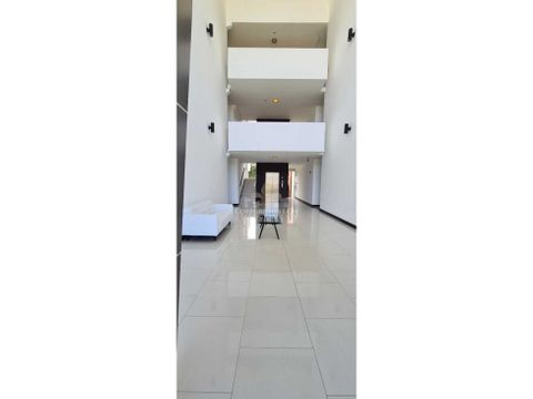 apartamento amplio amueblado en pozos de santa ana