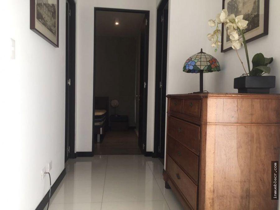 apartamento amueblado en condominio santa ana centro
