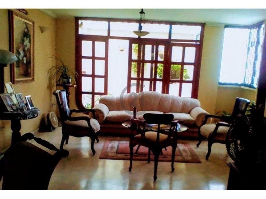 apartamento bifamiliar amplio y bien ubicado