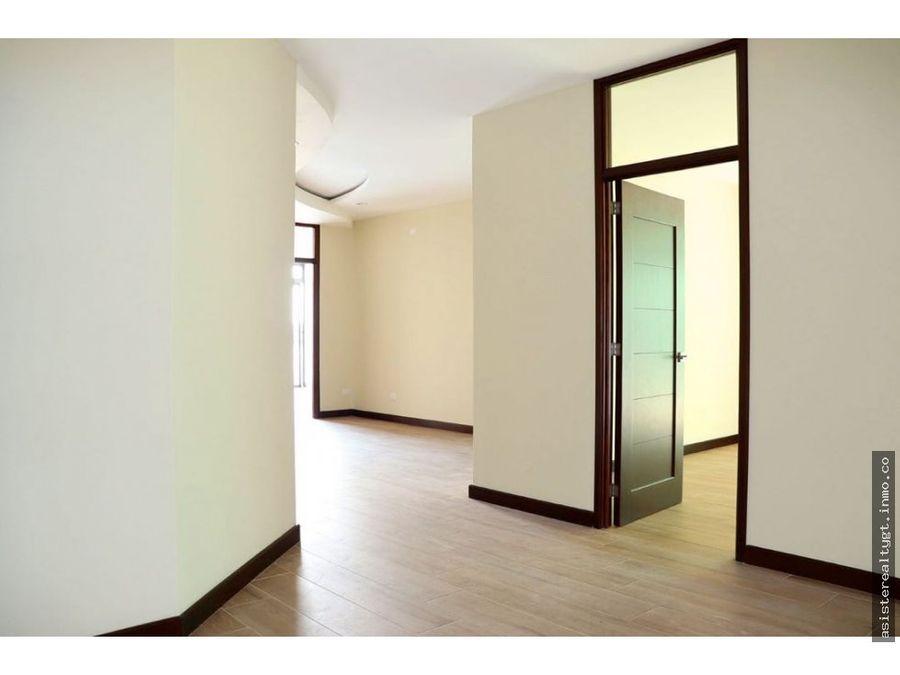 apartamento con 145 mts de jardin en cupertino