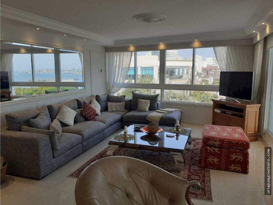 apartamento en edificio de alta gama en playa mansa