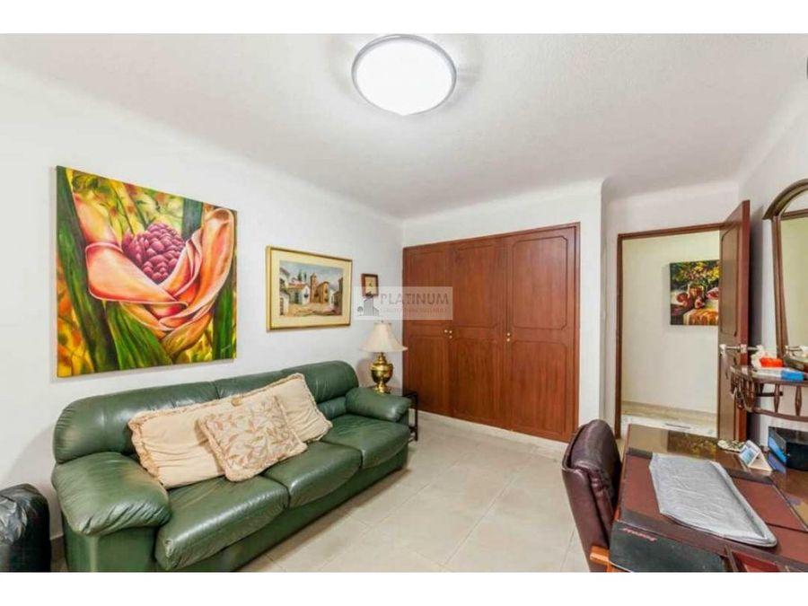 apartamento en venta en edificio en versalles cali