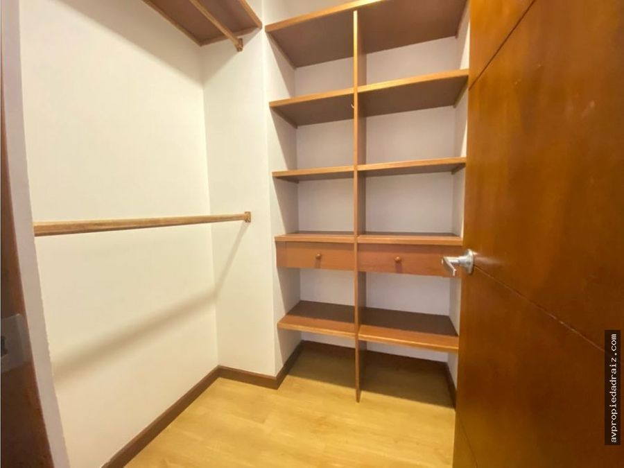 se vende apartamento loma de los balsos medellin