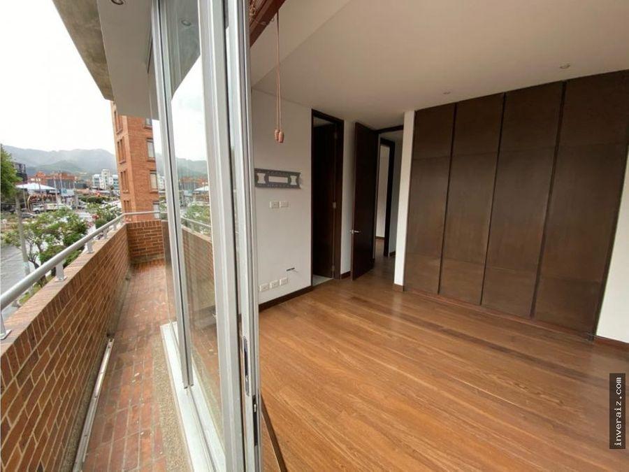 arriendo apartamento duplex chico navarra con balcon