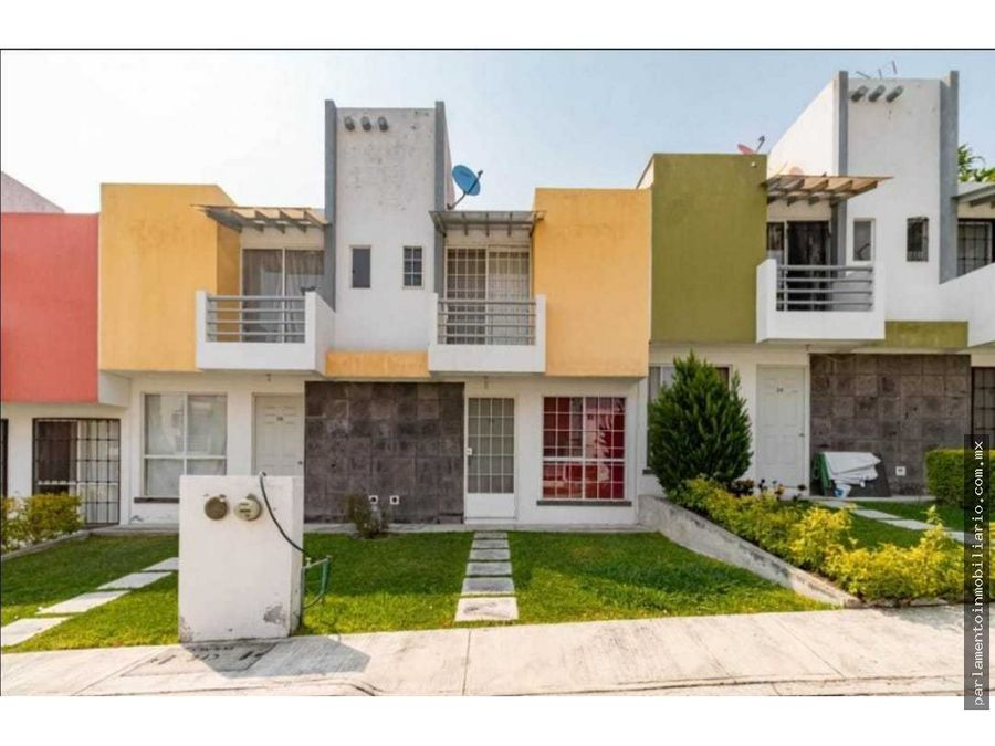 bonita casa en residencial valle esmeralda