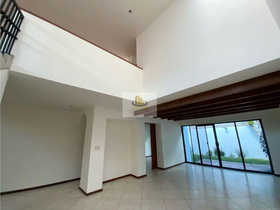 bonita casa en residencial zavaleta 3 recamaras a con bano cada una