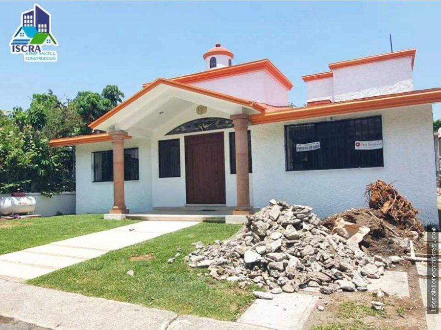 bonita casa ubicada en lomas de cocoyoc