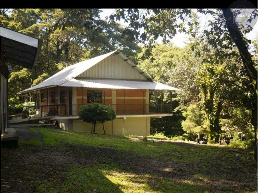 casa en venta con terreno grande en santa lucia milpas altas