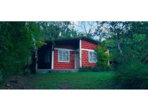 cabana en el penol ant cerca a via principal que conduce a guatape