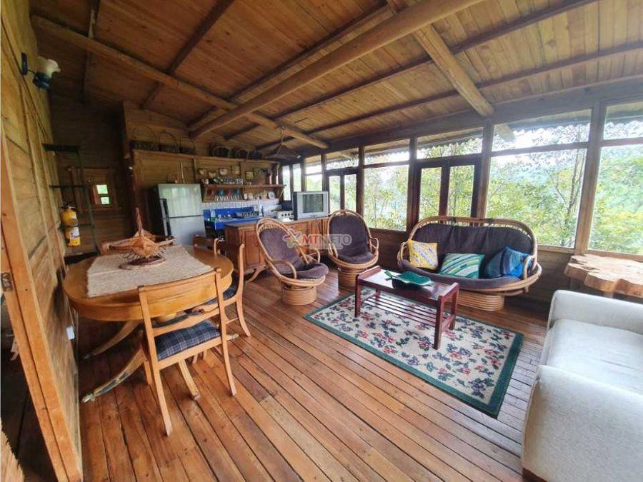 cabana madera de una alcoba con vista espectacular en salento