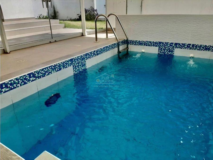 casa moderna con piscina zona exclusiva