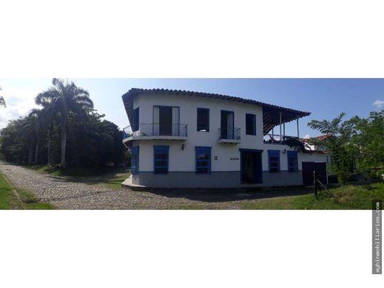 casa colonial de 840m2 en condominio cauca viejo