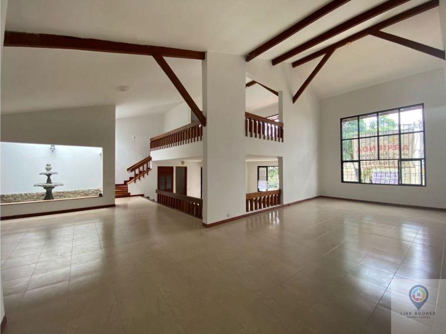 alquiler de casa comercial sector pinares pereira