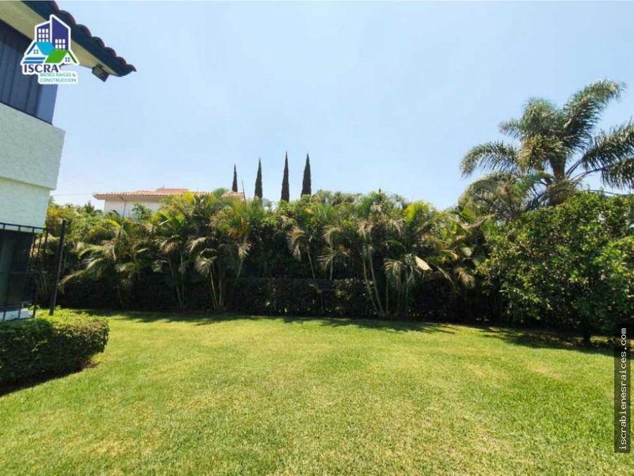 casa con amplio jardin en lomas de cocoyoc