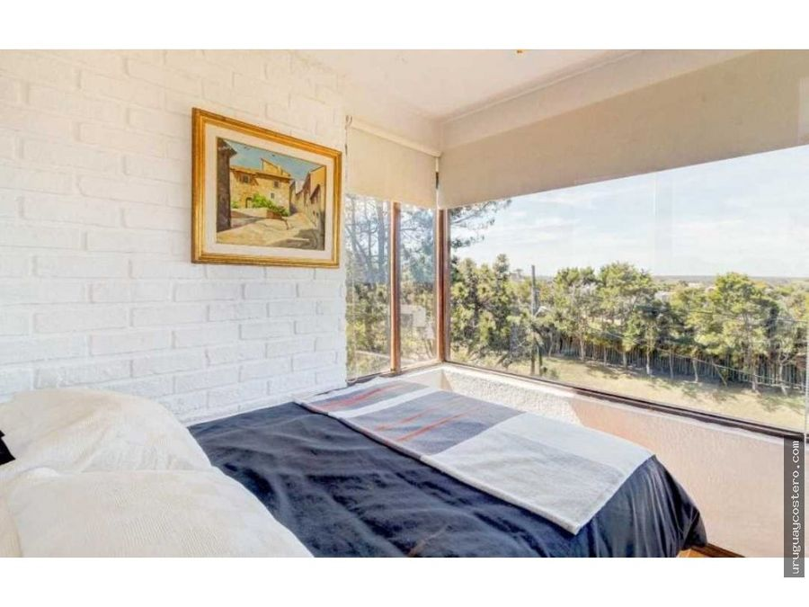casa con espectacular vista en altos de punta piedras