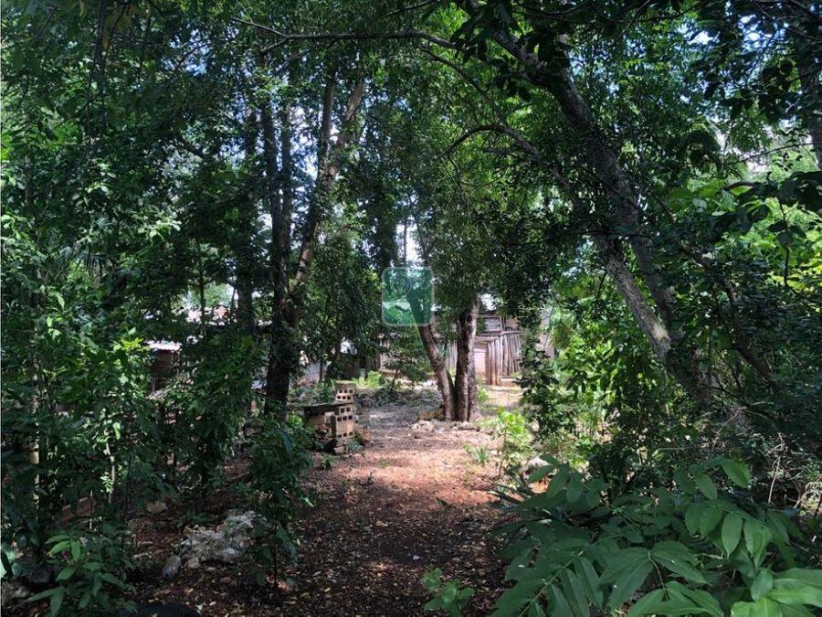 casa con gran terreno a 3 cuadras del convento de sisal