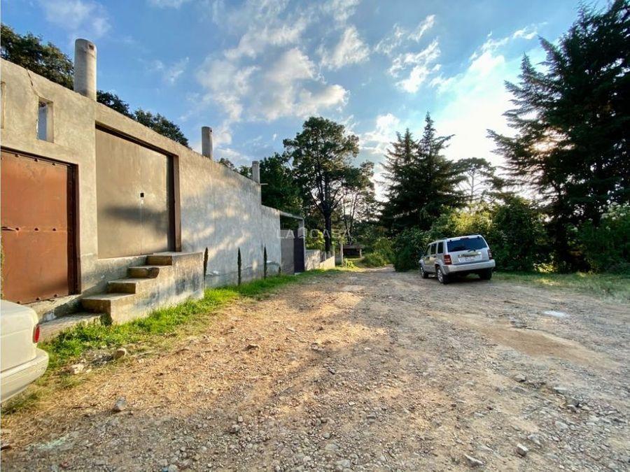 casa con vista al bosque sobre via principal
