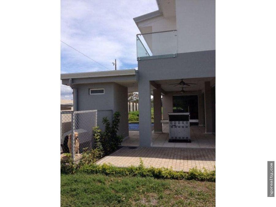 casa contemporanea amueblada con piscina