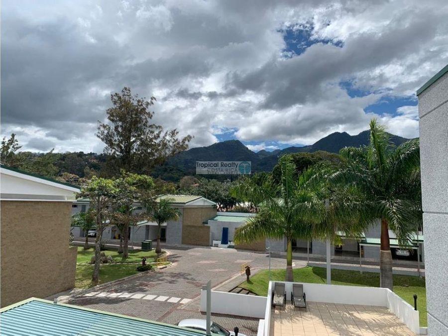alquiler casa contemporanea condominio ubicado en rio oro santa ana