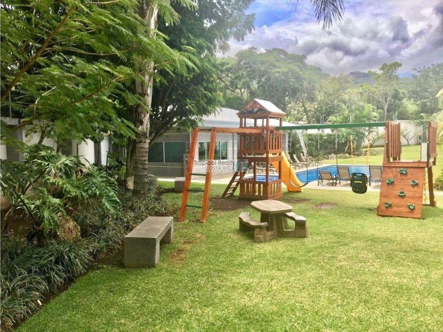 casa contemporanea en condominio para alquiler rio oro de santa ana