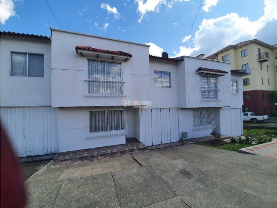 casa 140 m2 de 3 alcobas y parqueadero calle 10n armenia