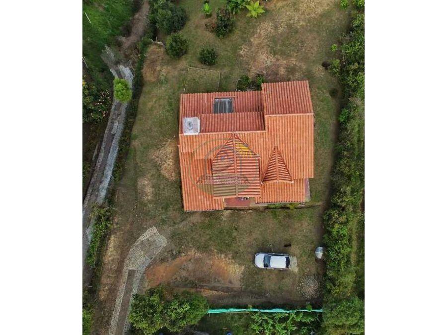 casa campestre en rionegro vereda santa barbara a 4 km de la autopista