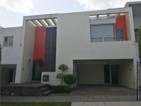 casa amueblada en renta cluster 222