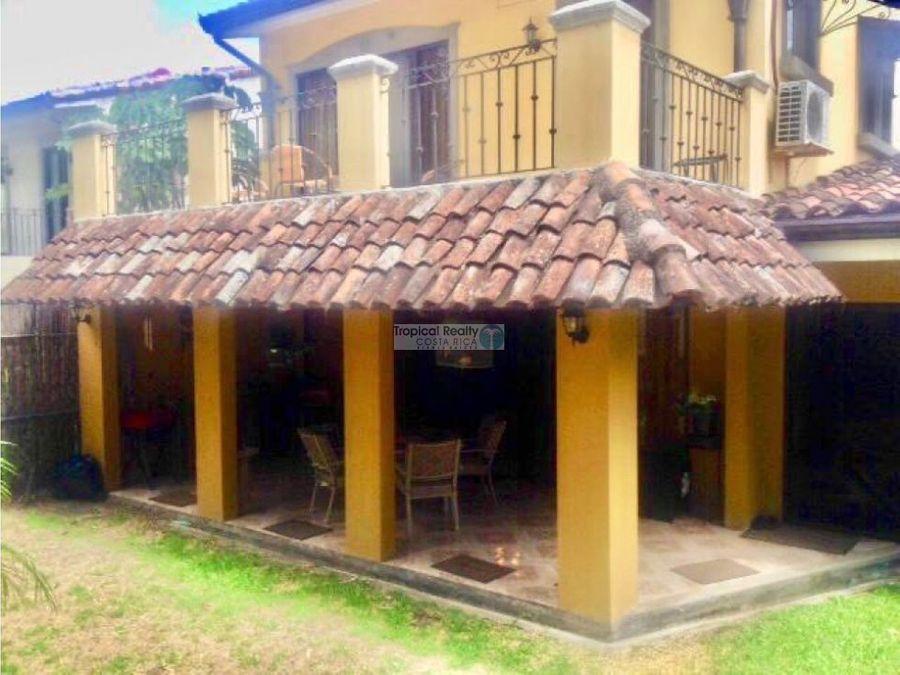 casa amueblada para alquiler en condominio ubicado en santa ana