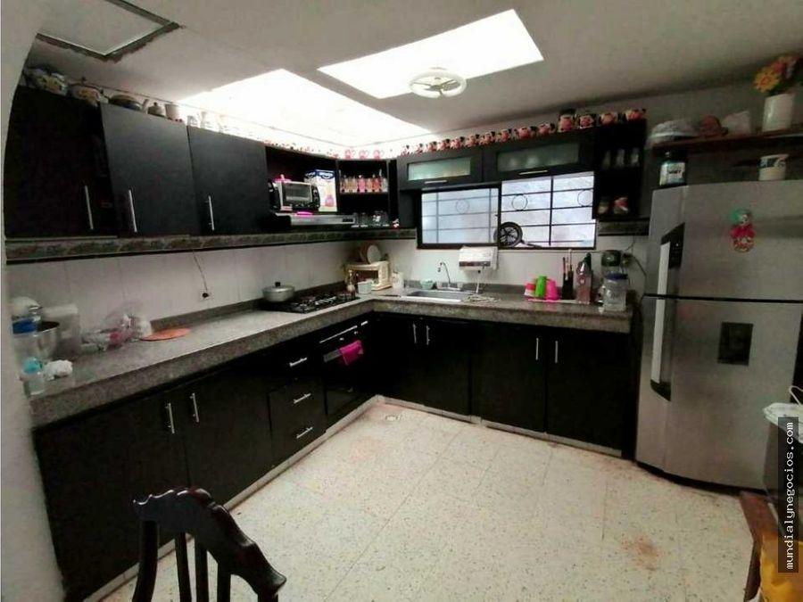 casa amplia y rentable con apartamentos en sector lucero