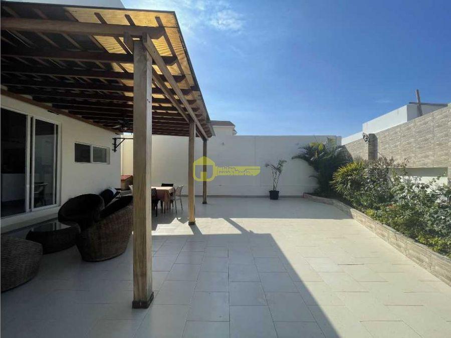 casa bifamiliar de 5 habitaciones manta beach