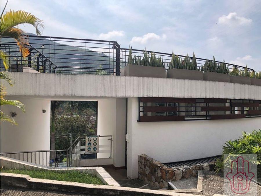 casa de tres niveles oeste