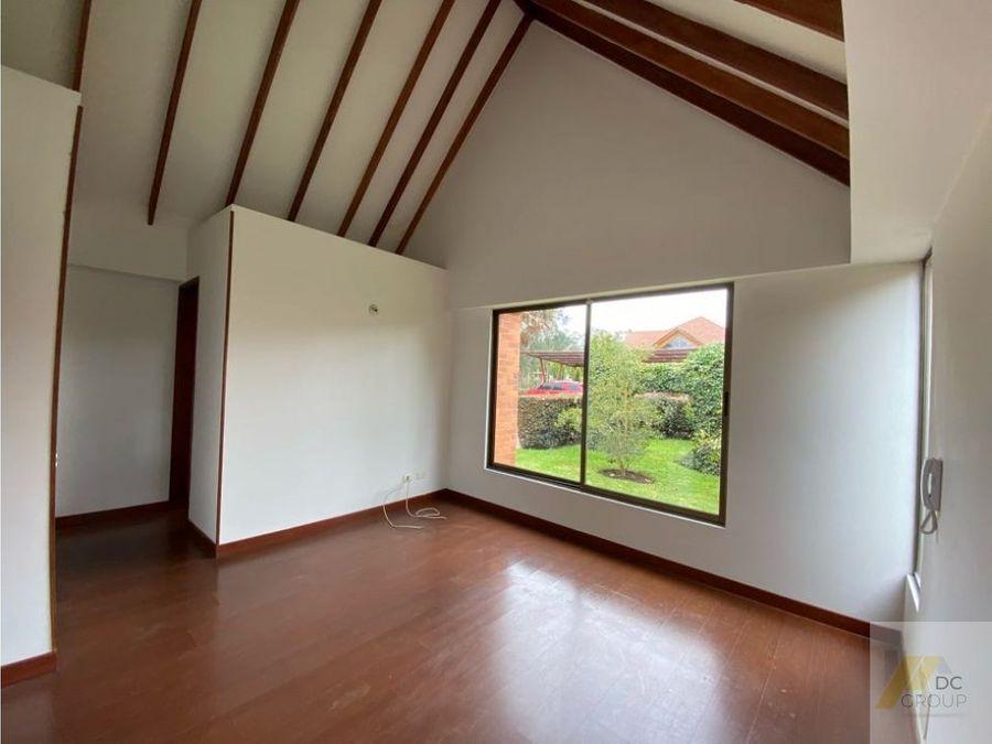casa de un nivel y altillo con excelente ubicacion hermoso conjunto