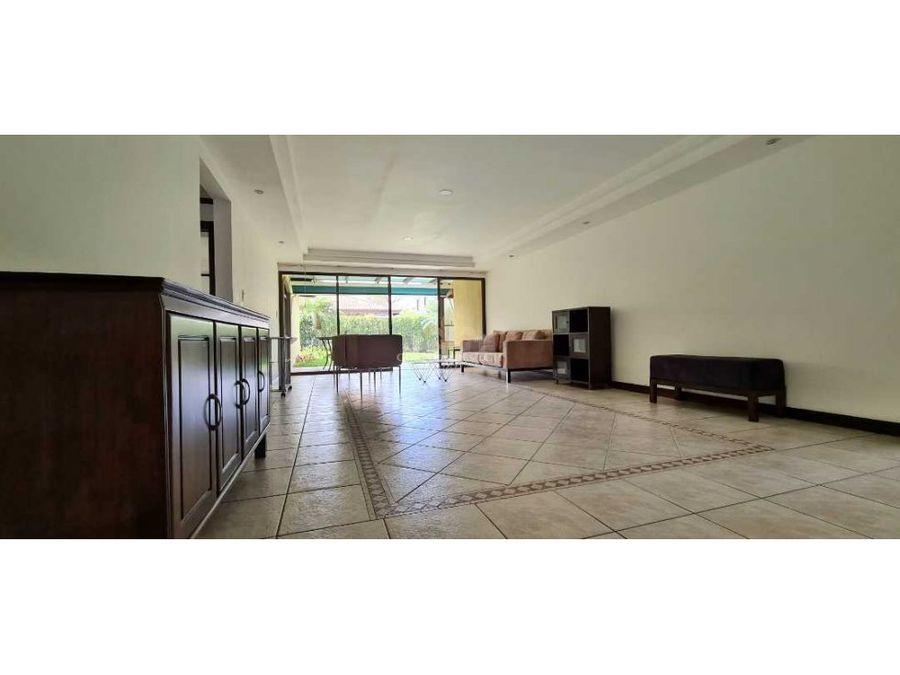 casa de un solo piso en condominio residencial en rio oro santa ana