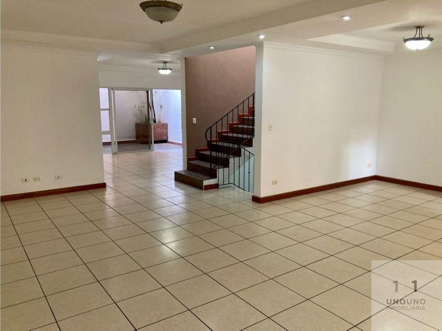 casa en venta dentro de condominio zona 14