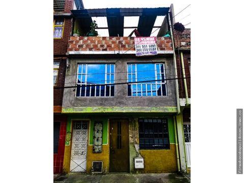 casa en barrio el claret de 2 pisos mas terraza 5 mts de frente x 10