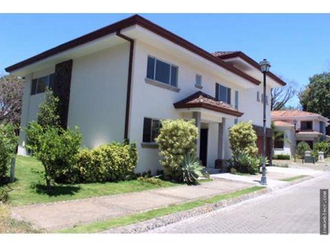 casa en exclusivo condominio en venta