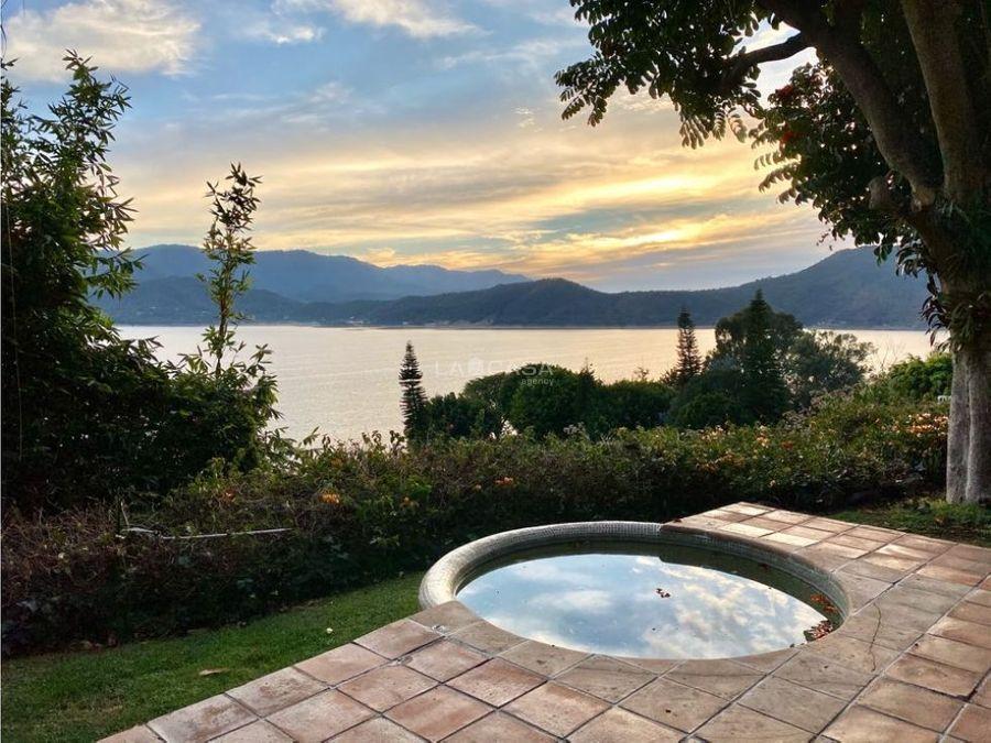 casa en la pena con vista plena a lago