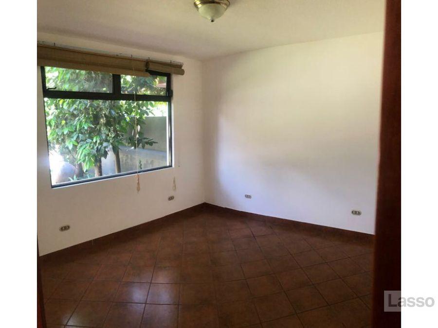 casa en las capuchinas zona14 alquiler