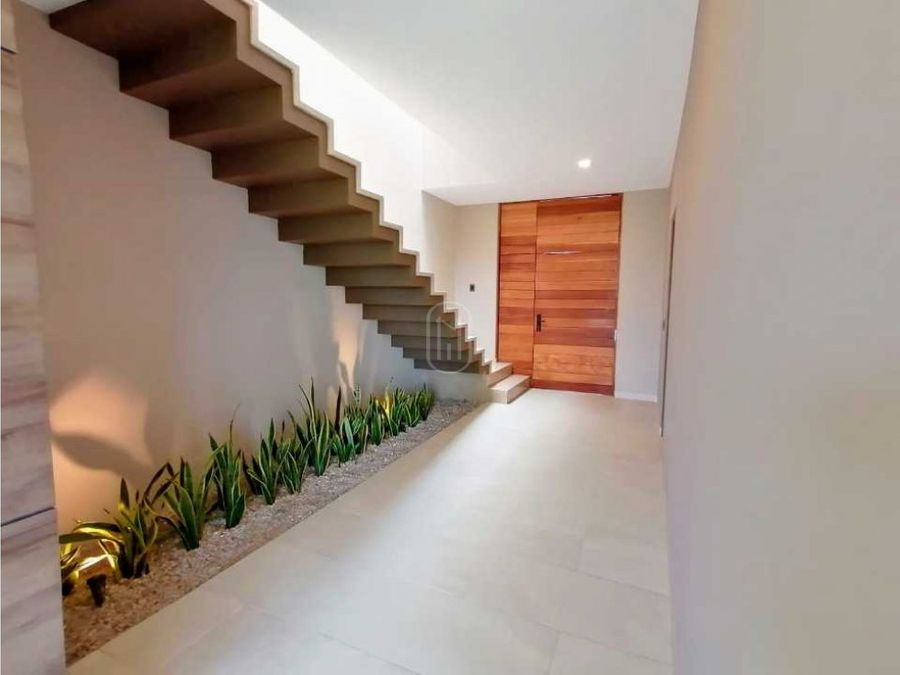 casa en venta 3 recamaras colinda con jardin altozano queretaro