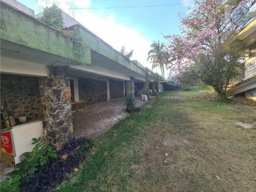 finca en lomas de cocoyoc con amplio jardin