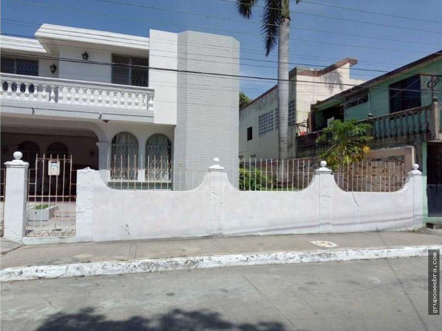 casa en venta con enorme patio trasero en la colonia del pueblo