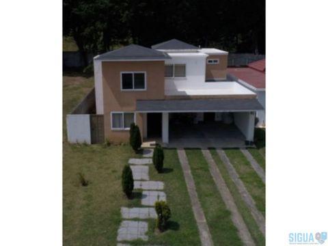 casa en venta con jardin grande en fontana 1