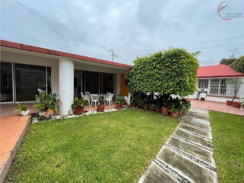 casa en venta en jiutepec de 1 nivel en privada con bungalow