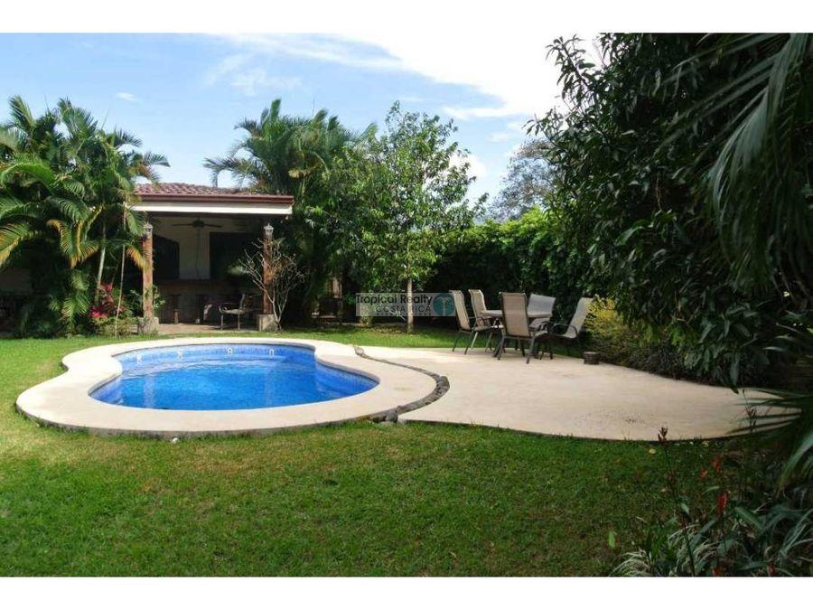 venta de casa independiente en hacienda los reyes piscina propia